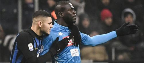 Icardi e Koulibaly in un azione di gioco durante un Inter-Napoli