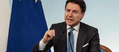 Coronavirus, Conte: estese restrizioni: tutta Italia è zona rossa, stop a scuola e sport