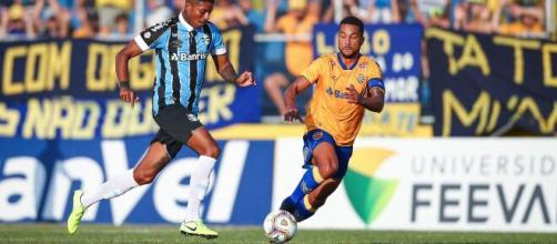 Jean Pyerre em ação contra o Pelotas. (Lucas Uebel/Grêmio FBPA)