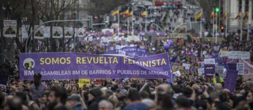 Miles de personas se manifiestan en todo el país a favor del feminismo