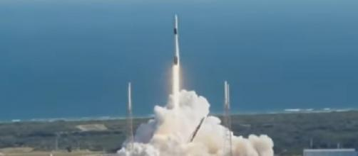 SpaceX launches Dragon capsule cargo ship to space station. [Image source/CBS News YouTube video]