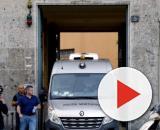 Milano, madre e figlia giù dall'ottavo piano: morta la donna ... - mediaset.it
