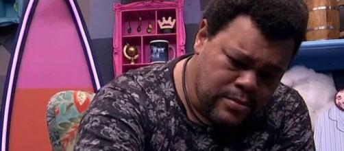 """Babu chorou e pediu desculpas a Prior que deixou o """"BBB20"""" na última terça-feira (31). (Reprodução/TV Globo)"""