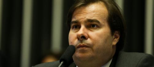 Maia rebate Bolsonaro e diz que governo já pode decidir sobre gastos para enfrentar a crise provocada pelo coronavírus. (Arquivo Blasting News)