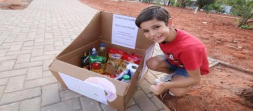 Menino cria 'caixa solidária' para ajudar moradores em situação de rua. (Arquivo Pessoal)