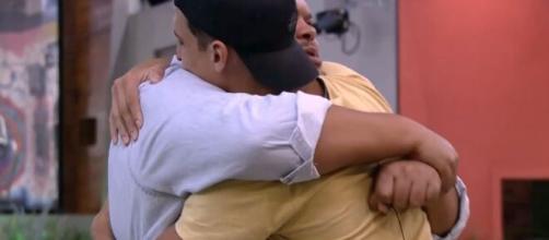 Prior deixa a casa em paredão do bilhão. (Reprodução/TV Globo)
