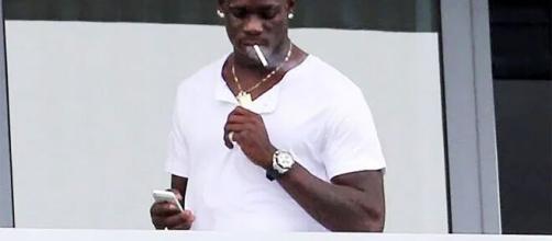Balotelli já foi flagrado fumando algumas vezes. (Arquivo Blasting News)