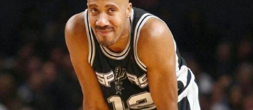 Bruce Bowen avec le maillot des Spurs (Credit : Twitter ESPN)