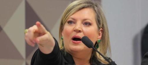 'Estou disposta a fumar cachimbo da paz com o presidente', diz Joice Hasselmann. (Arquivo Blasting News)