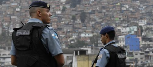 Policiais Militares salvam recém-nascido engasgado com leite materno. (Arquivo Blasting News)