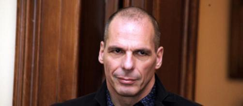 Varoufakis denuncia la bufala della Merkel sul Mes