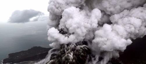 Anak Krakatoa entra em erupção na Indonésia. (Arquivo Blasting News)