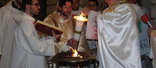 La Liturgia della Veglia Pasquale in parte modificata: le disposizioni della Chiesa in seguito all'emergenza sanitaria.