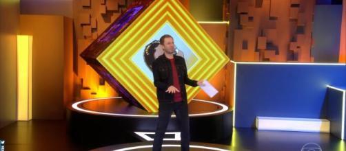 'BBB20': Tiago Leifert faz dancinha da Manu ao som de Dua Lipa. (Arquivo Blasting News)