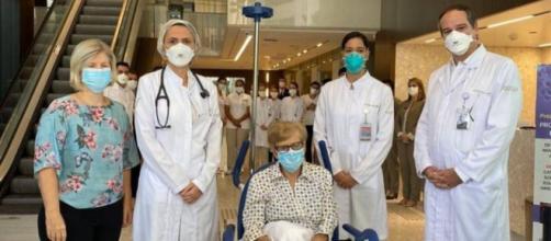 Covid-19: idosa de 97 anos recebe alta após ter sido contaminada com o vírus. (Rede D´Or/Divulgação)