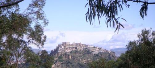 Il castello di Santa Severina in Calabria domina sul borgo e sulla valle del Neto.