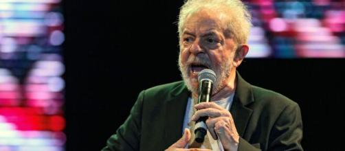 Lula rebate Carlos Bolsonaro nas redes sociais. (Arquivo Blasting News).