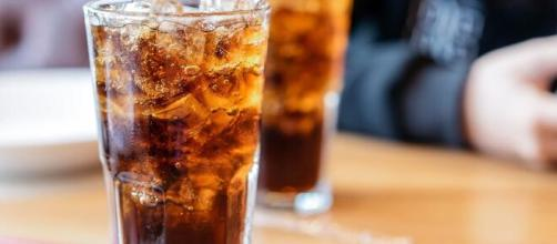 Apesar de saborosos, os refrigerantes são danosos à saúde. (Arquivo Blasting News)