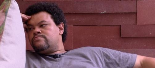 Babu Santana reflete sobre o jogo: ator quebrou recorde de paredões. (Reprodução/TV Globo)
