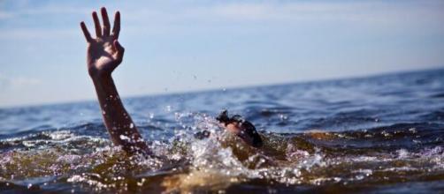 Calabria, 20enne si tuffa in mare e muore annegato (foto di repertorio).