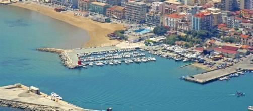 Dal porto vecchio di Crotone inizia lo splendido Lungomare Cristoforo Colombo.