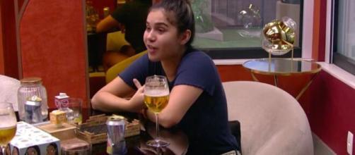 Gizelly conversa com Ivy no quarto do líder. (Reprodução/TV Globo)