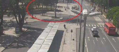 Guardas usaram balas de borracha para conter a situação. (Câmeras de monitoramento/Urbs)