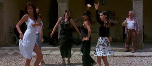 Il Ciclone: martedì 14 aprile il film in tv su italia 1 e in streaming online su Mediaset Play - wordsinfreedom.com