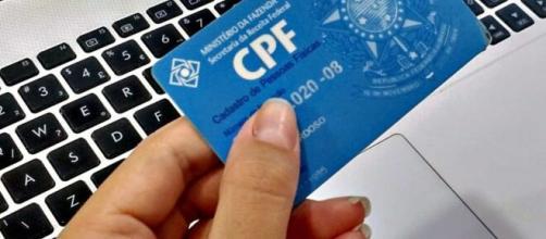 Receita explica como pedir regularização de CPF por e-mail para receber o auxílio emergencial. (Arquivo Blasting News)