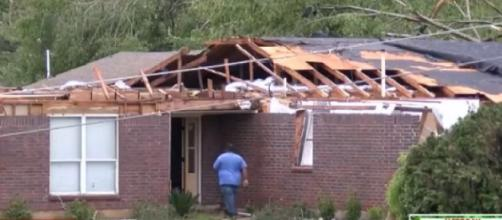 Tornadoes hits Louisiana community just before Easter celebration. [Image source/CBS 17 YouTube video]