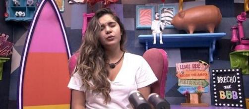 'BBB20': Gizelly se mostra receosa no raio-x. (Reprodução/TV Globo)