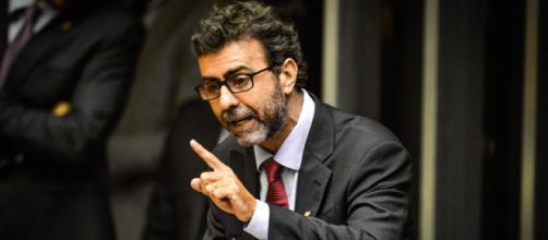Demora no repasse do auxílio emergencial leva Marcelo Freixo a cobrar mais agilidade. (Arquivo Blasting News)
