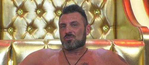 Gf Vip, Sossio aruta si scaglia contro Fernanda e il marito: 'Siete due persone pericolose'.