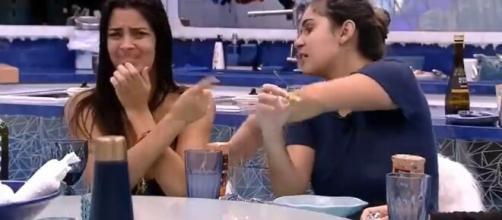 Ivy conversa com participantes Gizelly e Mari no 'BBB20' e se mostra chocada. (Reprodução/TV Globo)