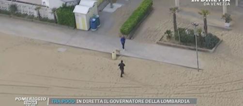 Pomeriggio Cinque, inseguimento in diretta di una persona sulla spiaggia di Jesolo.
