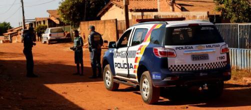 Rapaz é executado após apontar arma e descumprir ordem de parada dos PMs. (Arquivo Blasting News)