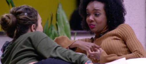 Thelma chora em conversa com Rafa. (Reprodução/TV Globo)