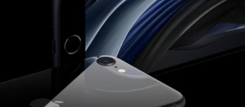 Apple presenta il suo nuovo iPhone SE.