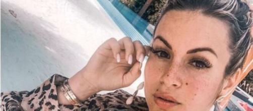 Carla Moreau n'accepte plus son corps actuel. Credit : Instagram carlamoreau_____