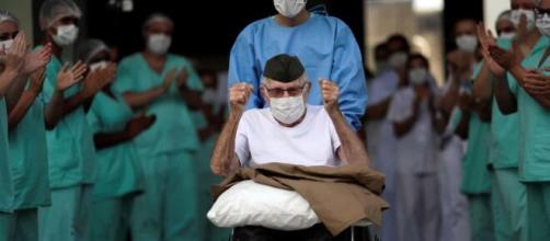 Ex-combatente de 99 anos recebe alta após contrair coronavírus. (Exército Brasileiro)
