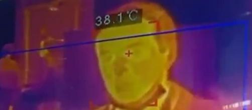 La cámara habría recogido mal la temperatura corporal por culpa del calor de un foco