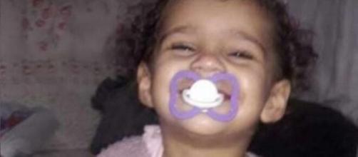 Mãe de Ana Manoella diz que criança morreu após profissionais darem 'agulhada' no pescoço da criança. (Arquivo Pessoal)