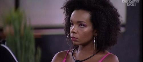 """Thelma foi alvo de críticas e chamada de """"mucama"""" por líder da Mangueira. (Reprodução/ TV Globo)."""