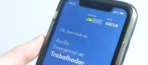 Auxílio Emergencial é uma das medidas do governo em meio à COVID-19. (Arquivo Blasting News)