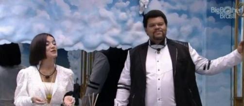 'BBB20': Babu e Manu brincam de apresentadores de prêmio. (Reprodução/TV Globo)