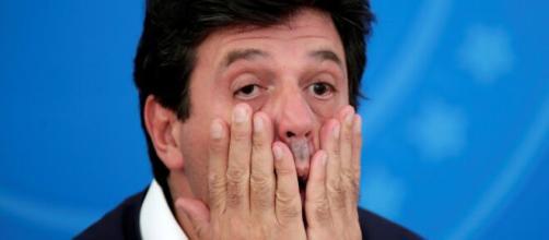 Bolsonaro demite Mandetta durante crise de coronavírus. ( Arquivo Blasting News )