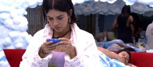 Dizendo-se exausta, Manu reclama de adiamento da final do 'BBB20'. (Reprodução/TV Globo)
