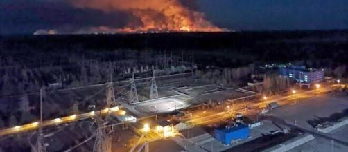 El incendio fue detenido a escasos 200 metros de la accidentada central nuclear de Chernobyl.