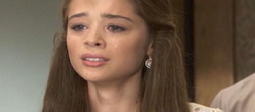 Il Segreto, spoiler maggio: Carolina disperata a causa della partenza di Pablo.