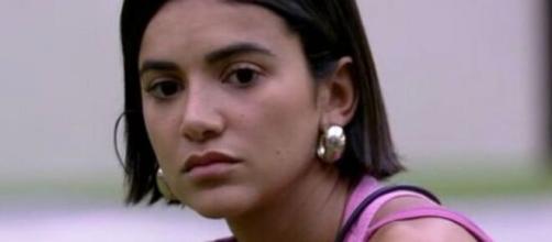 Manu ainda está indignada com a mudança de data. (Reprodução/TV Globo)